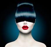 Girl di modello con frangia d'avanguardia Fotografia Stock