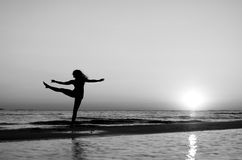 Girl doing gymnastics on the beach at sunset Royalty Free Stock Photography