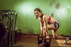 Girl doing lunge exercise Royalty Free Stock Photos