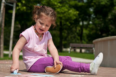 Girl drawing with chalk Royalty Free Stock Photos