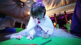Girl draws felt-tip pens.