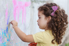 Girl draws on the wall Royalty Free Stock Photography