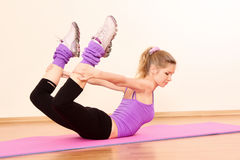 girl exercising in the gym Royalty Free Stock Images