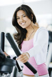 Girl exercising at the gym Royalty Free Stock Photography
