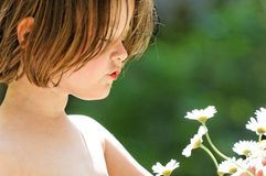 Girl exploring flower Royalty Free Stock Photography