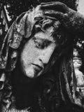 Girl& fúnebre x27; estatua de s fotografía de archivo libre de regalías