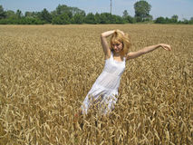 Girl in field Royalty Free Stock Photography