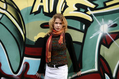 A girl in front of a graffiti wall Royalty Free Stock Photography