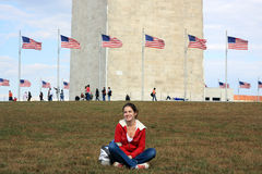 Girl in front of Washington monument Royalty Free Stock Images