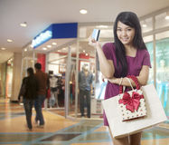 Girl going shopping with credit card Royalty Free Stock Photos