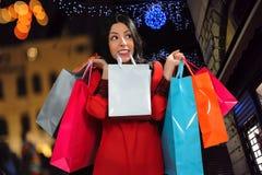 girl happy shopping Στοκ Φωτογραφίες