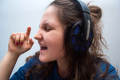 Girl with headphones singing  her favorite song Royalty Free Stock Photos