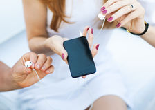 Girl and her mother holding a MP3 player Royalty Free Stock Photo