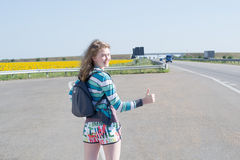 Girl hitchhiking Royalty Free Stock Photography