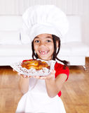 Girl holding apple pie Royalty Free Stock Photos
