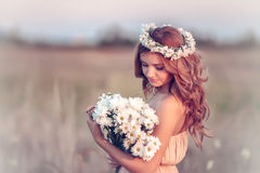 Free Girl In A Camomile Wreath Stock Photography - 33435672