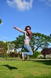 girl jumping arkivbild