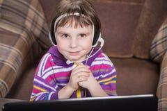 girl laptop using Στοκ φωτογραφίες με δικαίωμα ελεύθερης χρήσης