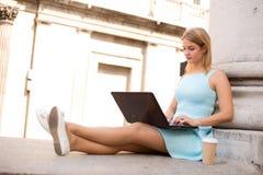 girl laptop using Στοκ εικόνα με δικαίωμα ελεύθερης χρήσης