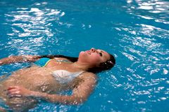 girl lays relaxs water Arkivfoton