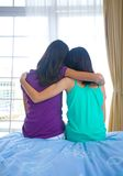 Girl leaning on her sister's shoulder for suppor Royalty Free Stock Photography