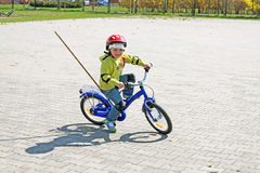 A girl learns to ride a bike Royalty Free Stock Photos