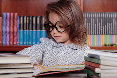 Girl in library Royalty Free Stock Photography