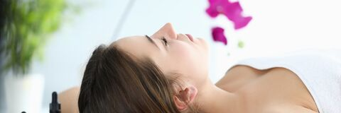 Free Girl Lies In Massage Parlor, Near Aromatic Oils Royalty Free Stock Images - 188943809