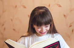 The girl likes the book Stock Photography