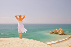 Girl looking to the sea Royalty Free Stock Photography