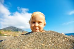 Girl looks into the camera Royalty Free Stock Images