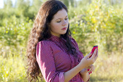 The girl looks at the phone screen Royalty Free Stock Photography