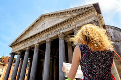 The girl looks at a tourist map in front of the Pantheon in Rome Royalty Free Stock Photos