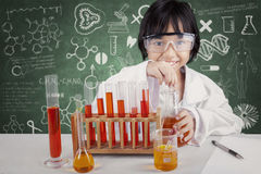 Girl making chemical experiments Royalty Free Stock Photography