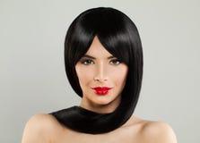 Girl modelo lindo con el pelo sano negro fotos de archivo libres de regalías
