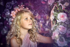 Girl near the arch of roses Royalty Free Stock Photography