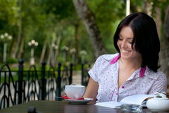 Girl with notepad in cafe Royalty Free Stock Photo