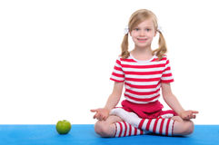 Girl  with open eyesand apple  practice yoga Royalty Free Stock Photos