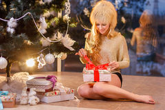 The girl opening the gifts Royalty Free Stock Photography