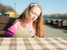 Girl in outdoor restaurant Royalty Free Stock Photography
