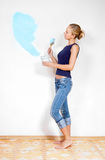 Girl painting the walls Royalty Free Stock Images