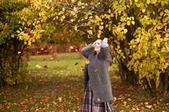 Girl in the park throws leaves Royalty Free Stock Photos