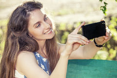 Girl with phone in hand makes the self against Royalty Free Stock Photos