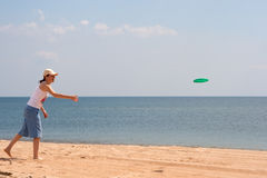 Girl playing frisbee Stock Photography