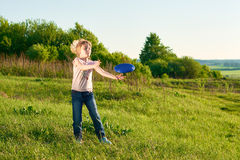 Girl playing frisbee in the park Stock Photography
