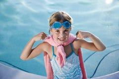 girl pool protecting super Στοκ φωτογραφία με δικαίωμα ελεύθερης χρήσης