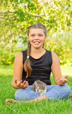 Girl in pose of lotus and kitten Royalty Free Stock Photos