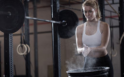 Girl preparing to weightlifting Royalty Free Stock Photos