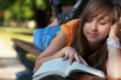 Girl Read Book Royalty Free Stock Photos