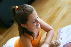 Girl reading Royalty Free Stock Image